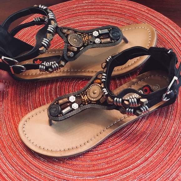 85a22612031 Dema Shoes - EYECATCHING BLACK GLADIATOR SANDALS!